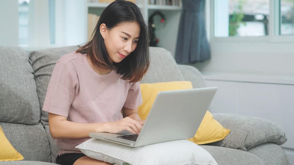Student using laptop to explore MEFA Pathway
