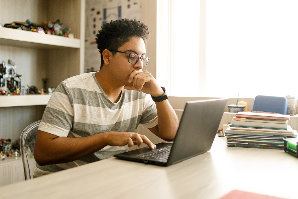 Student using computer to review scholarships with October deadlines