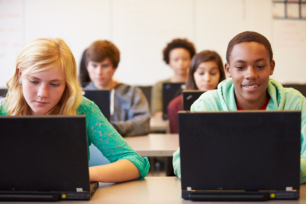 Students using computers to visit MEFA Pathway