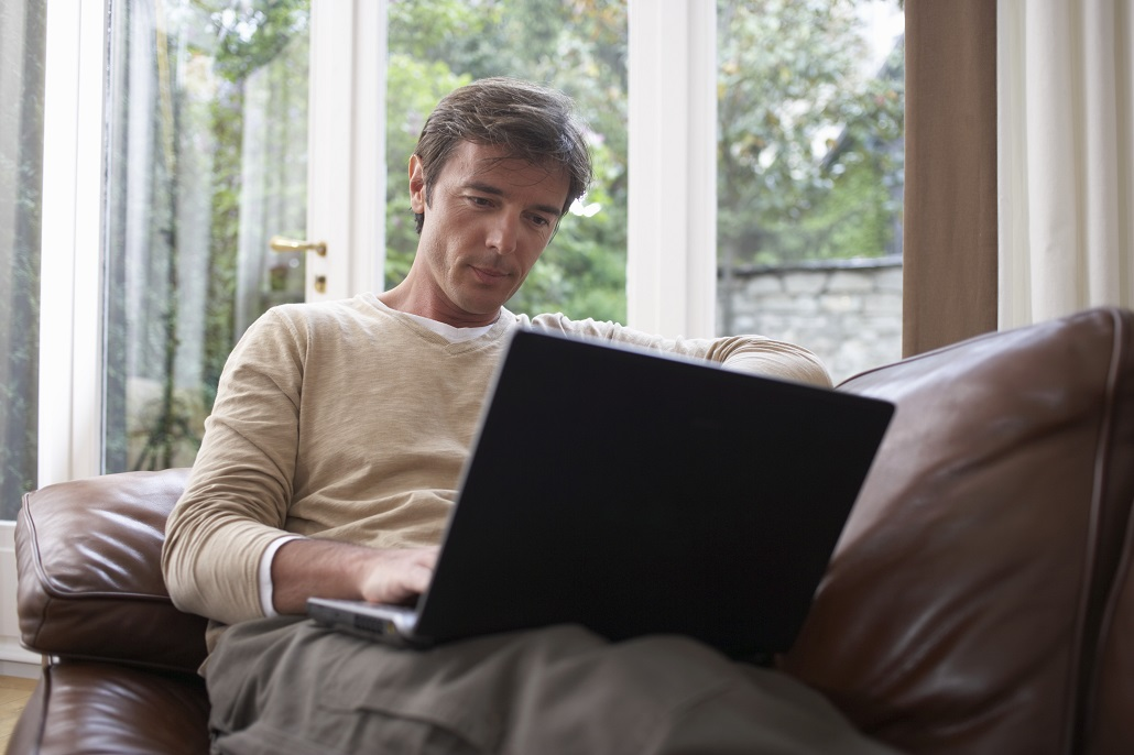 Man using laptop to learn about APR